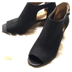 Black leather Lucky Brand Peep Toe Shoes/Sandals